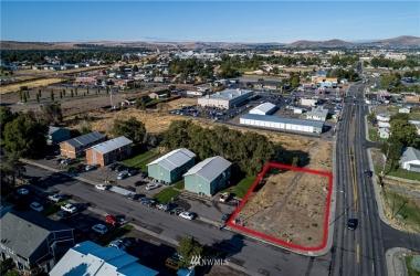 5121 Canal Drive, Kennewick, Washington 99336, ,Commercial Sale,For Sale,Canal,NWM1688671